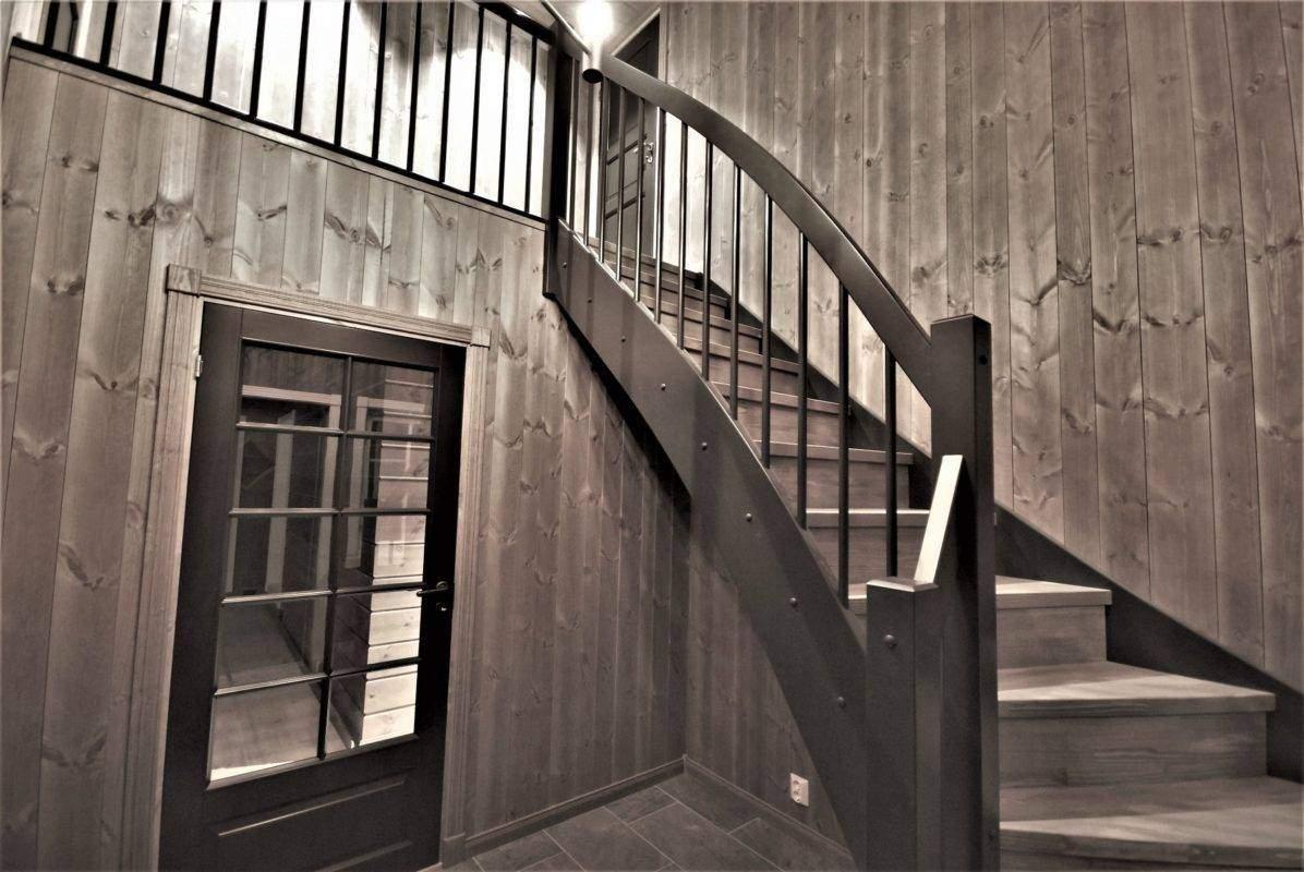 112 Hyttemodell Hytte Stryn 101 Oppdal – Entré med trapp opp til hems