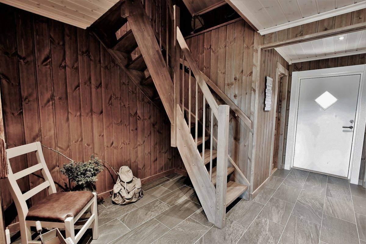 118 Hyttemodell Trysil 110A Entréen med trapp til hems