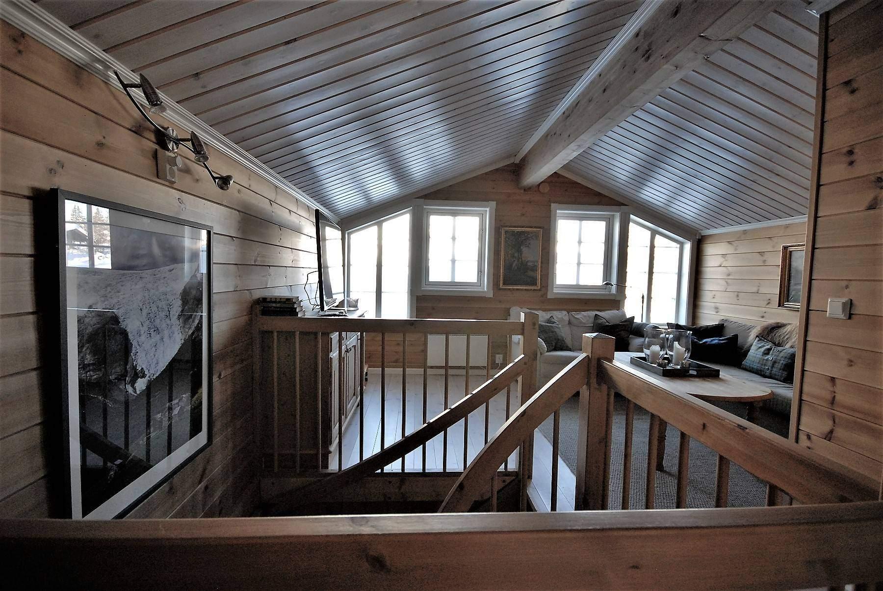 140 Hyttemodell Skeikampen 141. Stua på loftet