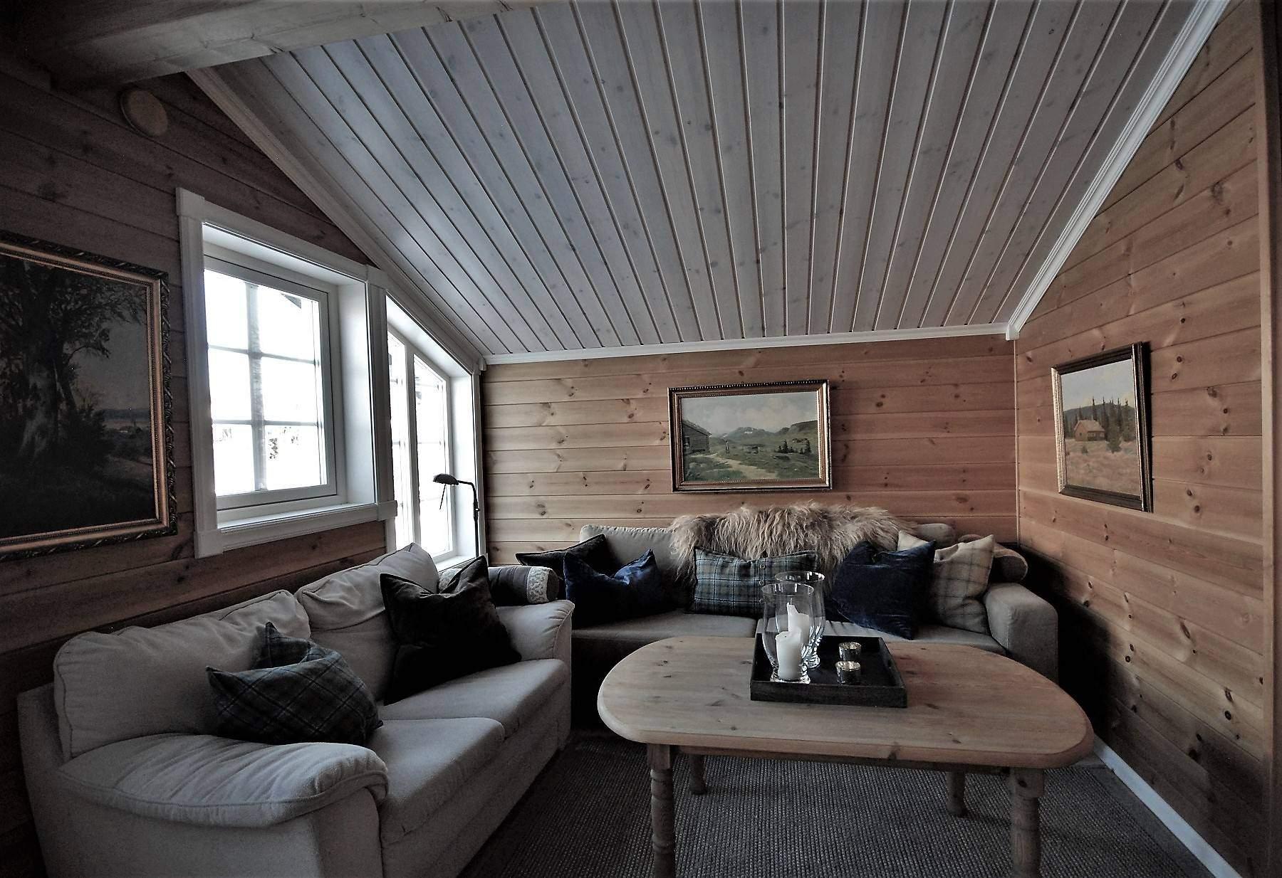 142 Hyttemodell Skeikampen 141. Stua på loftet