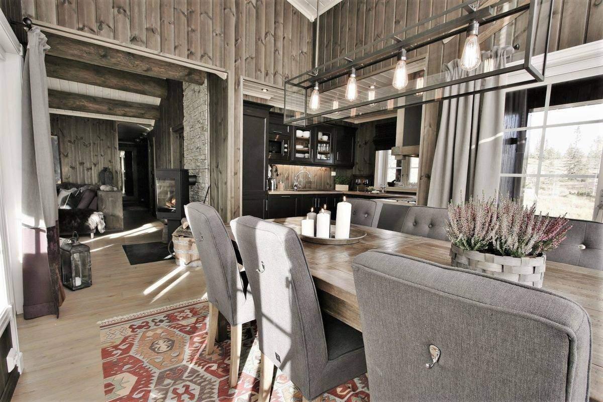 18 Hyttemodell Hytte Stryn 92 Veggli Spisestue mot kjøkken og stue