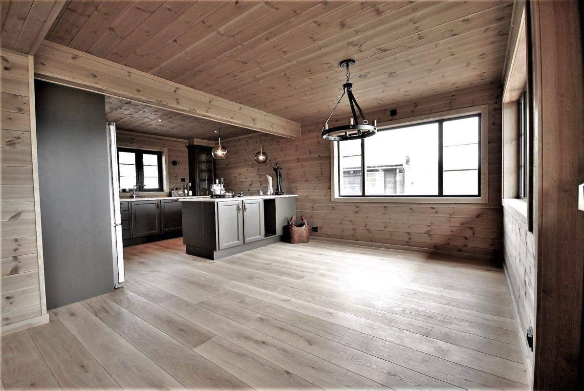 292 Hyttemodell Høgevarde 127. Spisestua og kjøkken