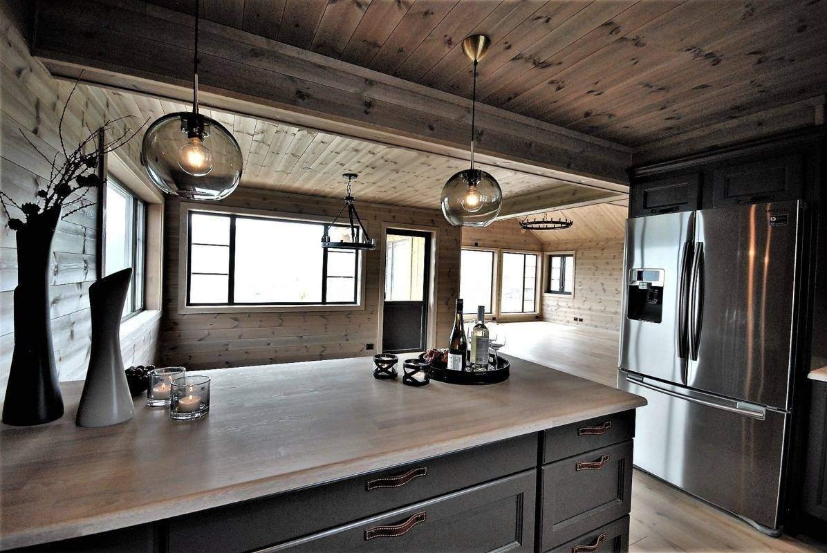 384 Hyttemodell Høgevarde 127. Kjøkkenet mot spisestua