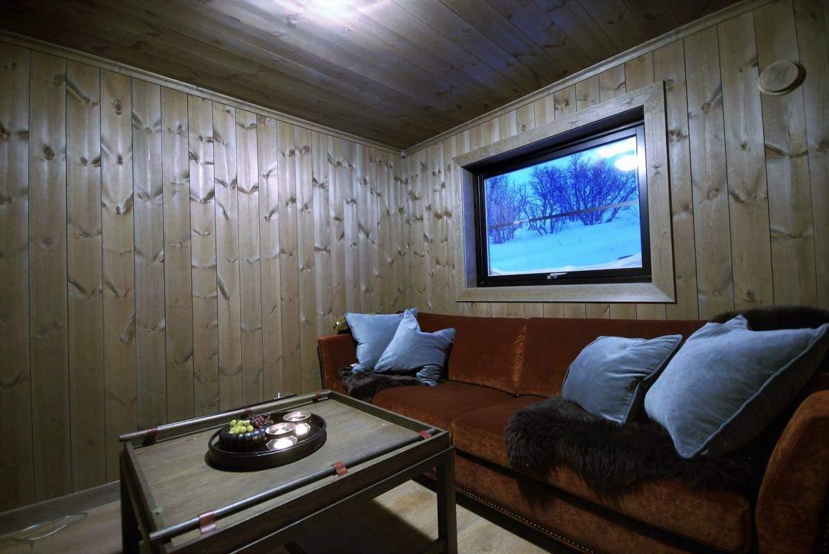 60 Hyttemodell Uvdal 145 – TV-stua med inngang fra kjøkken