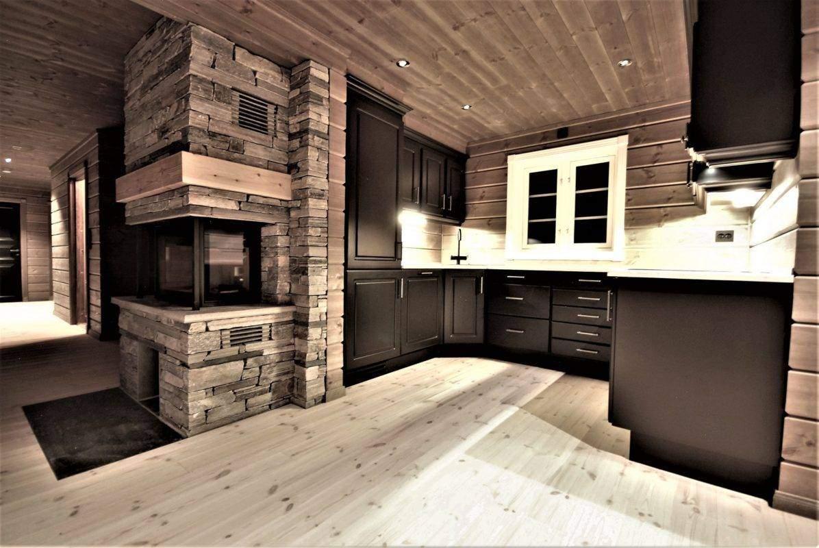 62 Hyttemodell Hytte Stryn 101 Oppdal -Spisestua mot kjøkken og stue