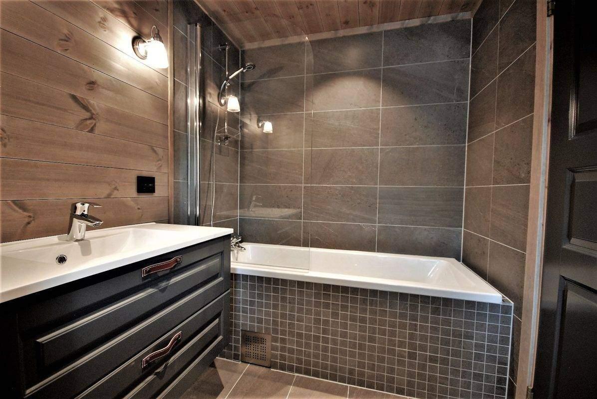 634 Hyttemodell Høgevarde 127. Badekar i bad-vaskerom
