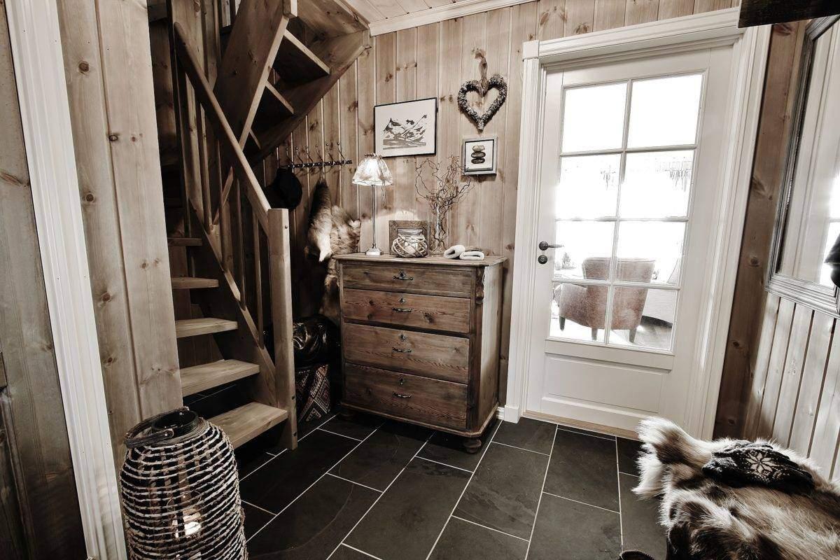 87 Hyttemodell Rondeslottet 95 – Vaset – Trapp til hems fra entré