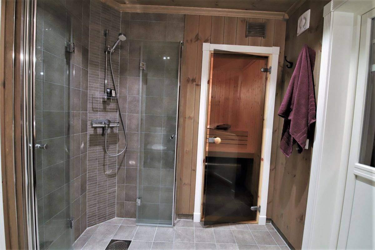 94 Hyttemodell Trysil 110B – Hovedbadet med badstue