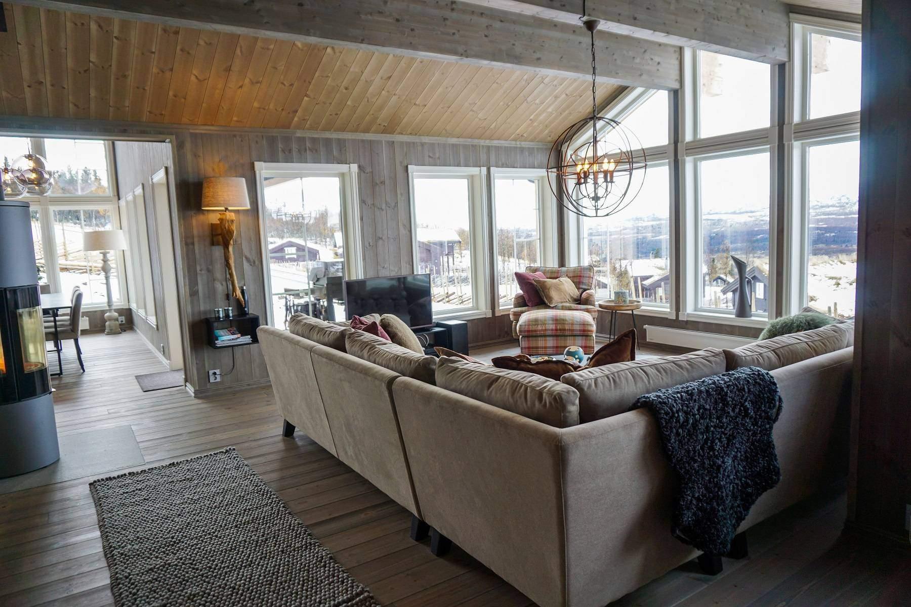 162 Hytteinteriør Hytteinspirasjon Strynsfjell 122 på Høyset Panorama Vaset. Mot stua og spisestua