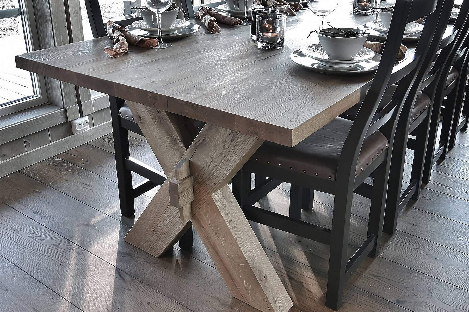 184 Hytteinteriør Hytteinspirasjon Storjuvtinden 114 på Nesbyen.. Spisebord i rustikk vild-eik fra DBM
